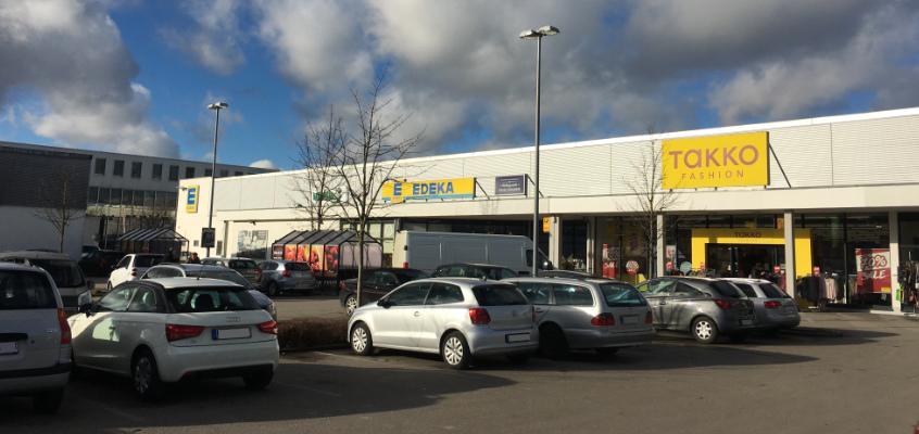 Fonds & Vermögen Verwaltung Immobilie Neufahrn Fachmarktzentrum Parkplatz
