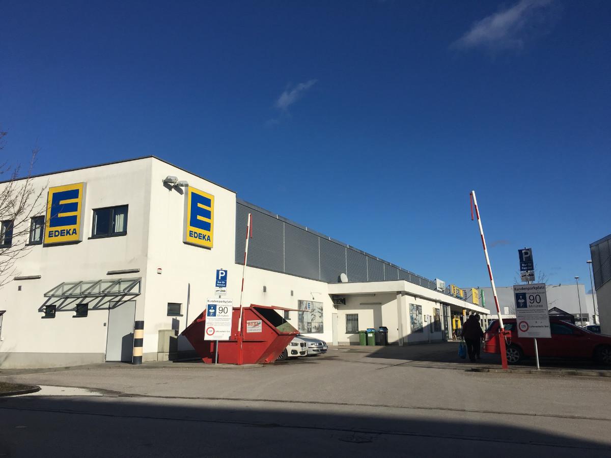 Fonds & Vermögen Verwaltung Immobilie Neufahrn Fachmarktzentrum Parkplatz Edeka